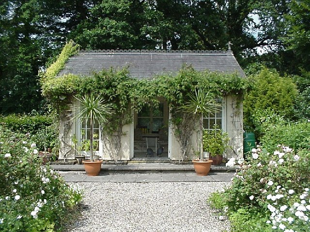 Chicfinds garden studios and summer houses chicfinds for Garden designs with summer houses