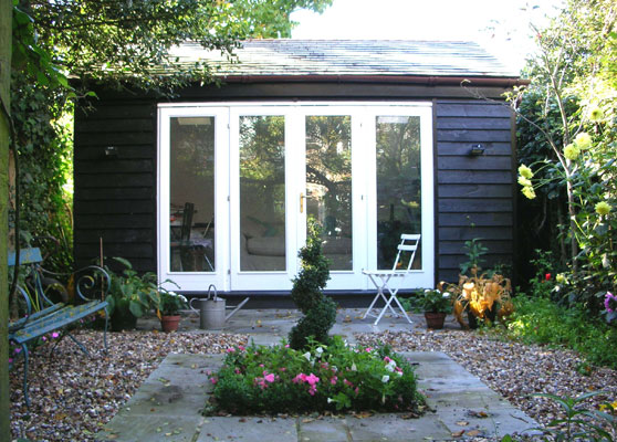 Chicfinds garden studios and summer houses chicfinds for Studio sheds for sale