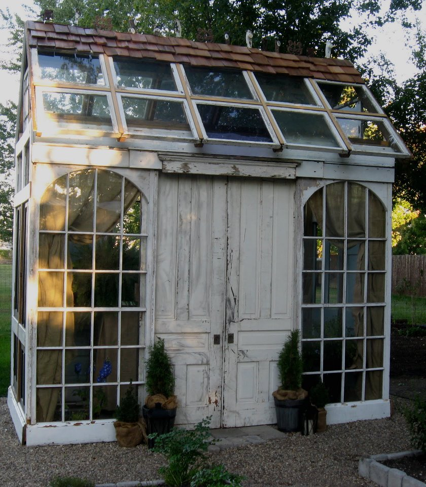 Chic garden sheds chicfinds for Name something you keep in a garden shed