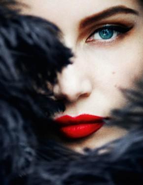 Luscious-fashion-mylusciouslife_com-Laetitia-Casta-by-Mario-Testino