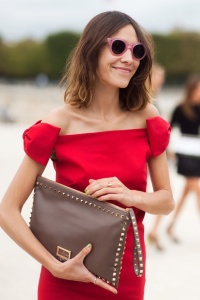 VALENTINO-STUDDED-CLUTCH-ALEXA-CHUNG-PHOTO-BY-VANESSA-JACKMAN-PINK-ROUND-SUNGLASSES-RED-DRESS